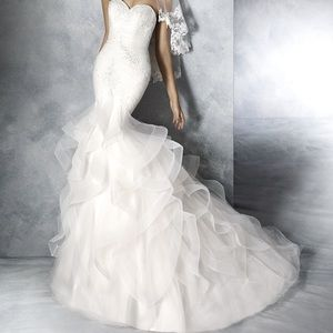 JABEL White One by Pronovias Wedding DressNWT, used for sale